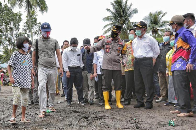 Menko PMK Muhadjir Effendy saat berkunjung ke lokasi banjir di Kalimantan Selatan, Kamis (21/1/2021).