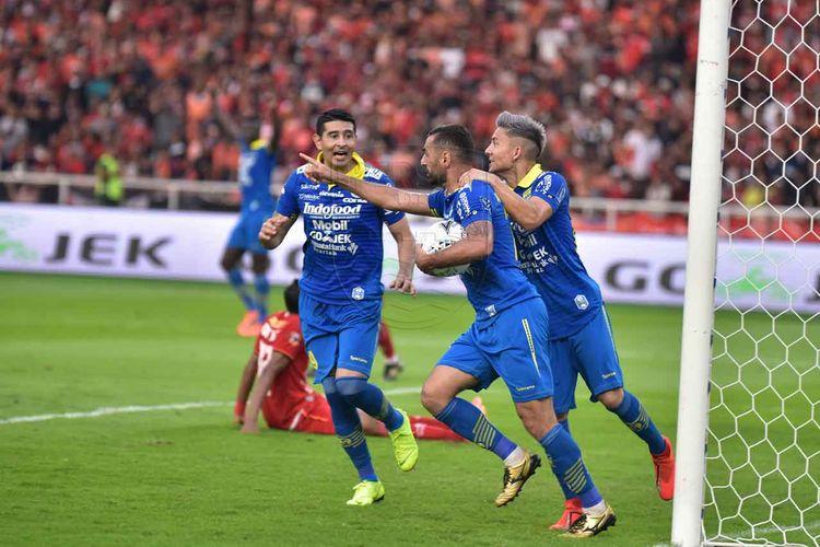 Artur Gevorkyan mencetak gol penyama kedudukan pada masa injury time babak kedua dalam laga Persija vs Persib di Stadion Utama Gelora Bung Karno, Rabu (10/7/2019). Pertandingan tersebut berakhir dengan skor 1-1.