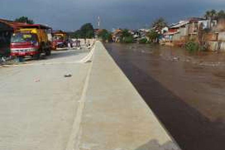 Kondisi air Ciliwung di Kampung Pulo, Jakarta Timur. Selasa (8/3/2016)