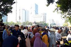 Massa Aksi di MK Mulai Memenuhi Jalan Medan Merdeka Barat