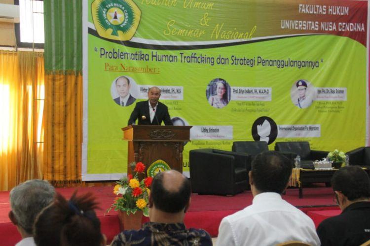Gubernur NTT Viktor Bungtilu Laiskodat, saat memberi kuliah umum di Universitas Nusa Cendana Kupang, Senin (3/12/2018)