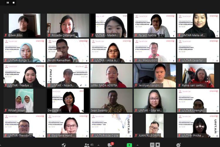 Atlet Special Olympics Indonesia berfoto bersama usai mengikuti Webinar Mengenal Dunia Kerja yang dilaksanakan secara daring pada Sabtu (17/4/2021).