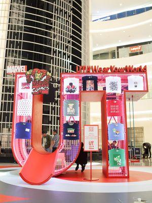 Pameran koleksi Uniqlo T-Shirt #WearYourWorld di mal Senayan City Jakarta (2/4/2019).