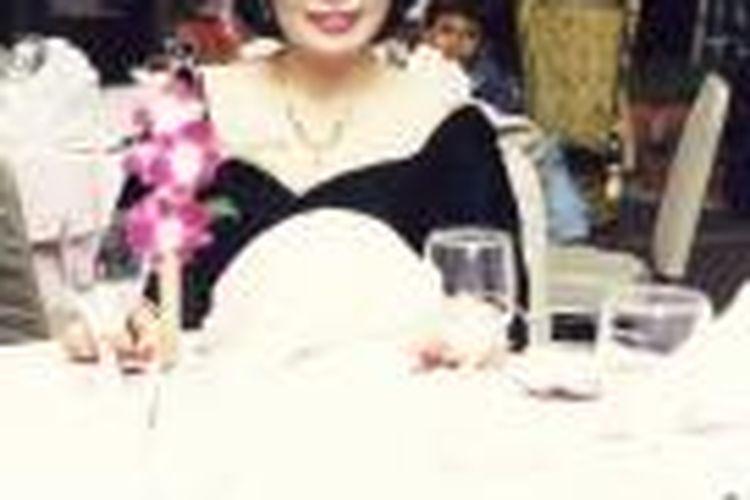 Djujuk Djuariah, anggota grup komedi Srimulat, diabadikan di Jakarta pada 20 Maret 1985.