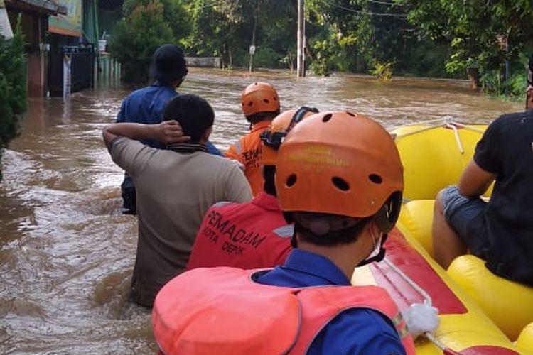Banjir di perumahan Bukit Sawangan Indah, kelurahan Duren Mekar, Bojong Sari, Depok, Jawa Barat pada Sabtu (18/4/2020) pagi