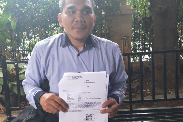 Mahmud, kuasa hukum seorang pria bernama Wadhwani, di Polda Metro Jaya, Jakarta, Senin (4/11/2019). Wadhani sebelumnya melaporkan cucunya terkait kasus pencurian mobil Mercedes Bens. Har ini, Mahmud mewakili Wadhani, mencabut lagi laporan itu.(KOMPAS.COM/ RINDI NURIS VELAROSDELA)