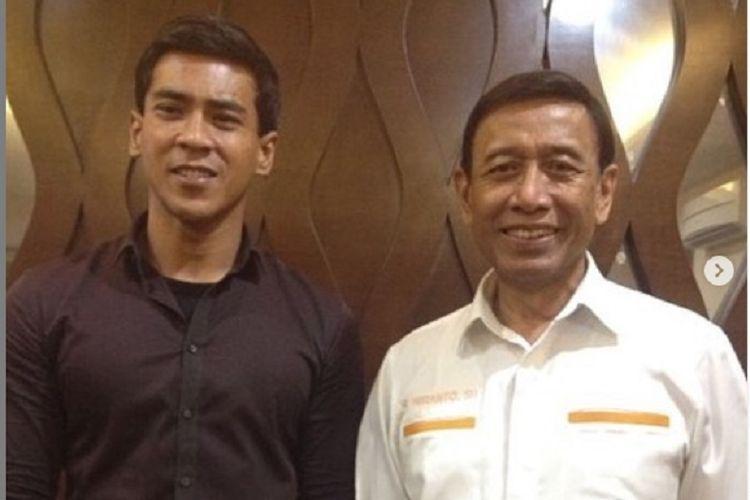Aktor Dian Sidik bersama Menko Polhukam Wiranto.