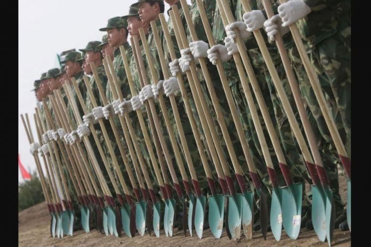 Militer China menugaskan satu resimen besar Tentara Pembebasan Rakyat (PLA) bersama angkatan bersenjata untuk menanam pohon dalam misi non-militer.
