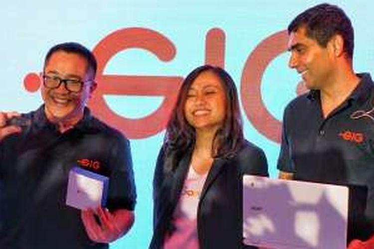 CEO Indosat Alexander Rusli, Head of Marketing Google Indonesia Veronica Utami, dan Chief of New Business and Innovation Indosat Ooredoo, Prashant Gokarn dalam acara perkenalan layanan internet kabel Gig, Jakarta, Kamis (18/2/2016).