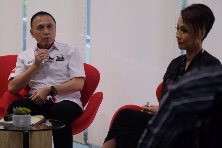 Ketua Umum PSSI, Mochamad Iriawan, memberikan pemaparan mengenai kondisi sepak bola nasional kepada para wartawan Grup Kompas dengan didampingi oleh Pemimpin Redaksi KompasTV, Rosiana Silalahi, di Menara Kompas, Jakarta, pada Kamis (2/7/2020).