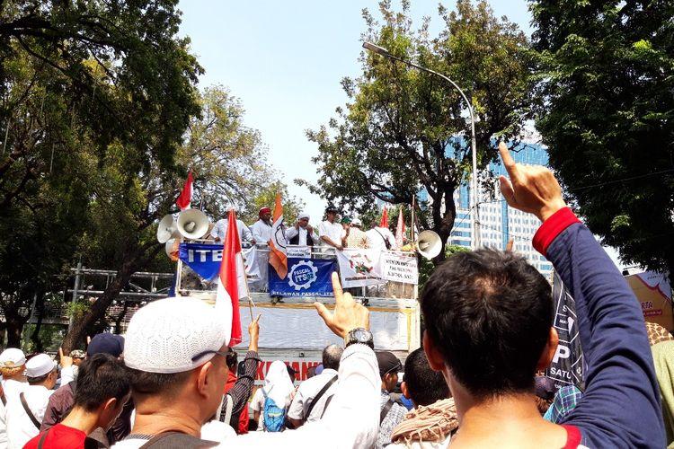 Massa aksi di MK membacakan doa bersama, Kamis (27/6/2019)
