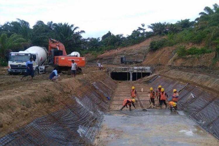 Kementerian Pekerjaan Umum dan Perumahan Rakyat (PUPR) mencatat realisasi belanja infrastruktur hingga 2 Agustus 2020 sebesar 44,15 persen atau senilai Rp 33,9 triliun.