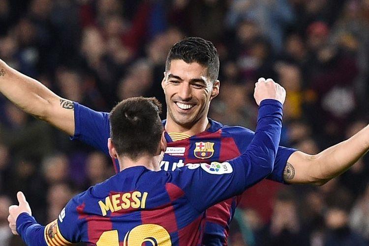 Lionel Messi dan Luis Suarez melakukan selebrasi pada laga Barcelona vs Mallorca di Stadion Camp Nou pada Sabtu (7/12/2019).