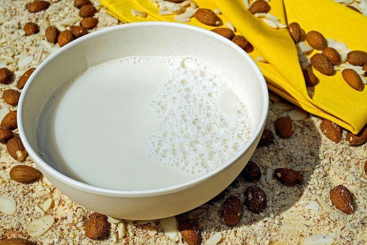Ilustrasi susu almond.
