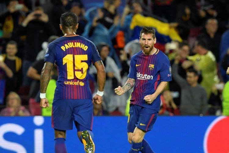 Megabintang FC Barcelona, Lionel Messi (tengah), merayakan gol yang dia cetak ke gawang Olympiacos dalam laga Grup D Liga Champions di Stadion Camp Nou, Barcelona, Spanyol, pada 18 Oktober 2017.