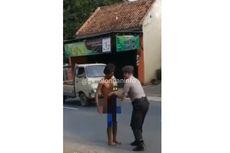 Viral Polisi Pakaikan Celana ke Orang Gila, Ini Ceritanya