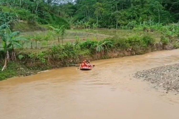 Basarnas Banten melakukan pencarian terhadap dua korban tambang emas liar di Kecamatan Cibeber, Lebak yang masih hilang, Kamis (10/12/2020)