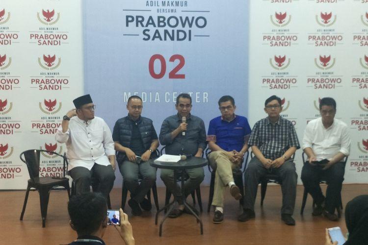 Sekjen Parpol Koalisi Pengusung Prabowo-Sandiaga menggelar konferensi pers di media center Prabowo-Sandiaga, Jalan Sriwijaya I, Jakarta Selatan, Senin (15/4/2019).