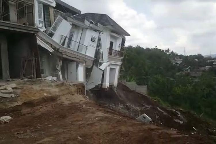 Salah satu rumah mewah di perumahan elit Citraland yang rubuh. (FOTO: Capture video)