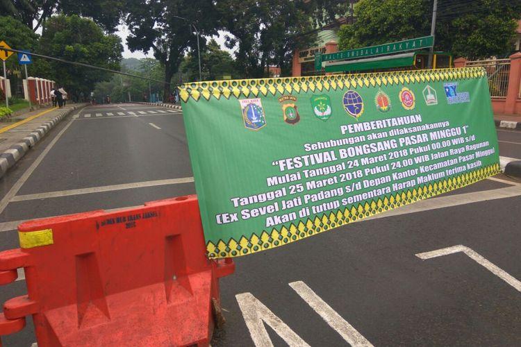 Jalan Raya Ragunan Jati Padang ditutup selama 24 jam sejak hari ini hingga Minggu pukul 00.00, Sabtu (24/3/2018).