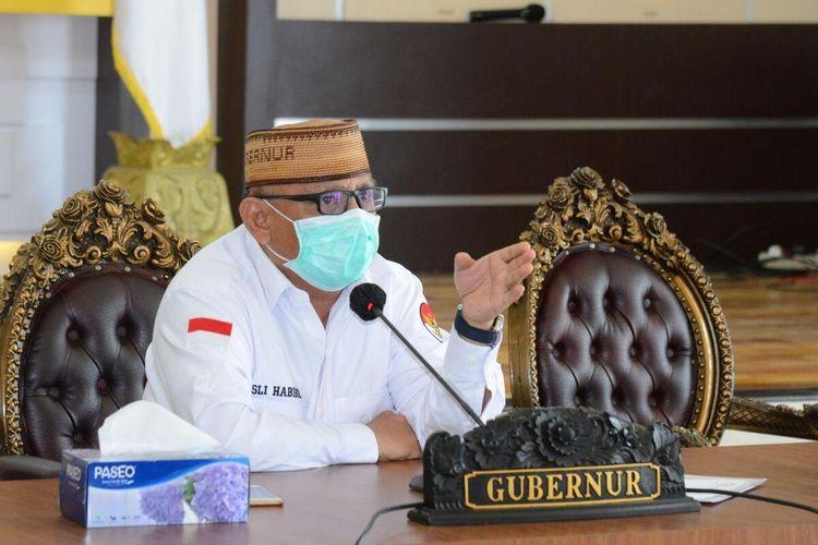 Gubernur Gorontalo Rusli Habibie saat konferensi video menerima masukan dan saran dari bupati, walikota dan Forkopimda.