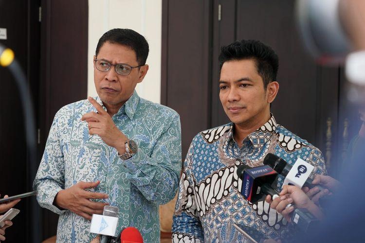 Wakil Ketua KPI Mulyo Hadi Purnomo (kiri) saat melayani awak media usai bertemu Wakil Presiden Ma'ruf Amin di Kantor Wapres, Jalan Medan Merdeka Utara, Jakarta Pusat, Selasa (18/2/2020).
