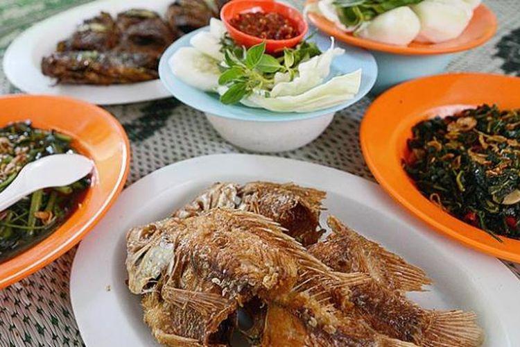 Menu ikan air tawar, seperti lele, nila, gurami, dan ikan mas, menjadi menu khas yang dihidangkan di rumah pemancingan di Janti, Klaten, Jawa Tengah.