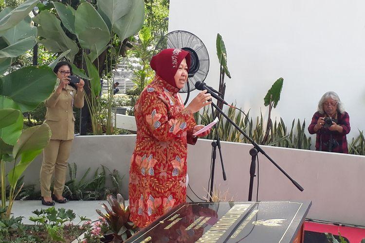 Wali Kota Surabaya Tri Rismaharini memberikan sambutan saat akan meresmikan Museum Pendidikan Surabaya di Jalan Genteng Kali Nomor 20, Surabaya, Jawa Timur, Senin (25/11/2019).