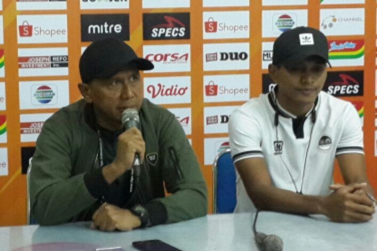 Pelatih PS Tira-Persikabo, Rahmad Darmawan (kiri) saat konferensi pers setelah berhasil mengalahkan Arema FC di Stadion Gajayana, Kota Malang, Sabtu (29/6/2019)