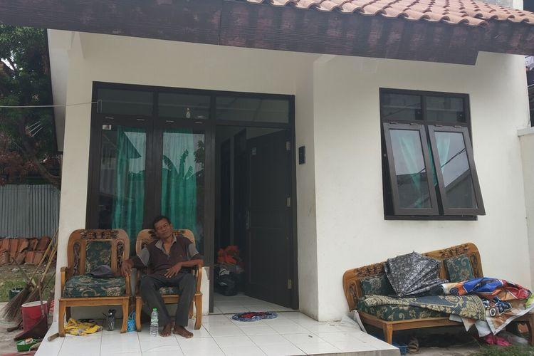 Rumah berukuran 5x7 meter yang ditempati Bandono dan keluarga di kompleks SDN Mijen Solo, Jawa Tengah, Kamis (23/1/2020).