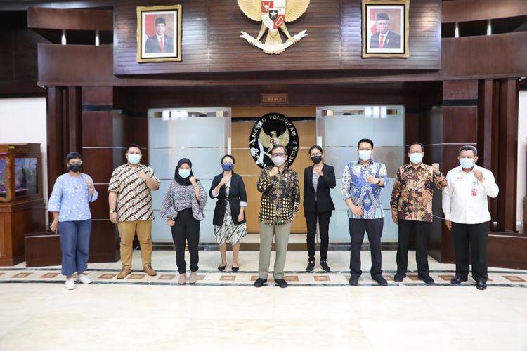 Menko Polhukam Mahfud MD mengelar audiensi bersama koalisi masyarakat sipil di Kemenko Polhukam, Jakarta, Senin (14/6/2021).