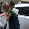 Dampak Corona, Pernikahan Diresmikan dari Jendela Apartemen Lantai IV