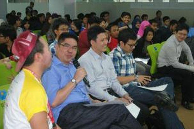 Suasana sosialisasi  Indosat Wireless Innovation Contest (IWIC) ke-8 di auditorium Surya University, Serpong.