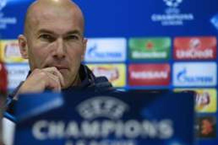 Pelatih Real Madrid, Zinedine Zidane, mengimbau timnya untuk tetap mewaspadai kekuatan Manchester City.