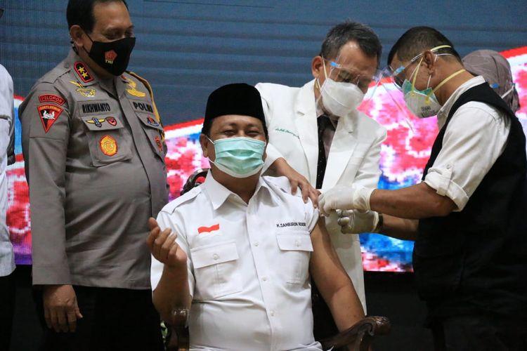 Gubernur Kalsel, Sahbirin Noor menjalani vaksinasi tahap kedua pada, Kamis (28/1/2021).