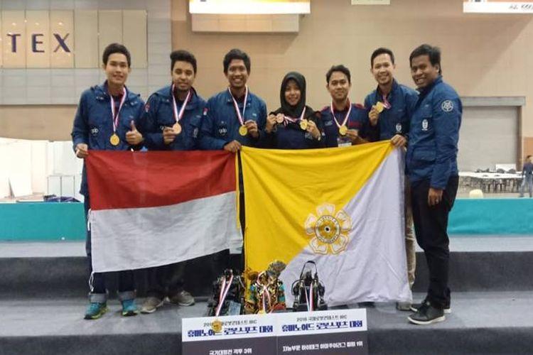 Tim UGM yang berhasil mendapat juara pada ajang internasional di Korea Selatan