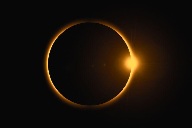 Ilustrasi gerhana matahari cincin