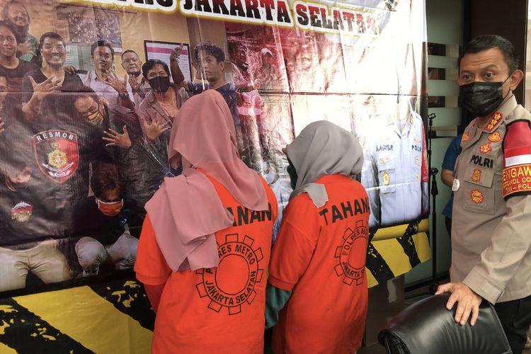Polres Metro Jakarta Selatan menetapkan satu dari dua buronan kasus penganiayaan Lurah Cipete Utara, Nurcahya di Waroeng Brothers Coffee & Coffee pada November lalu menjadi saksi.