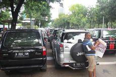 Mobil-mobil PNS DKI Bikin Macet Jalan Medan Merdeka Selatan