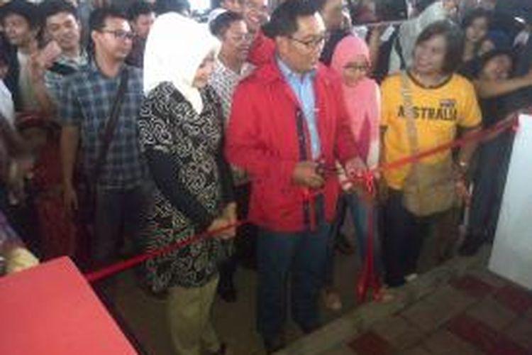 Wali Kota Bandung, Ridwan Kamil, meresmikan Taman Pasupati atau Taman Jomblo yang berlokasi tepat di bawah jalan layang Pasupati, Taman Sari Kota Bandung, Sabtu (4/1/2013).