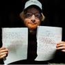 Ed Sheeran Lelang Mainan dan Lirik Tulisan Tangan untuk Amal