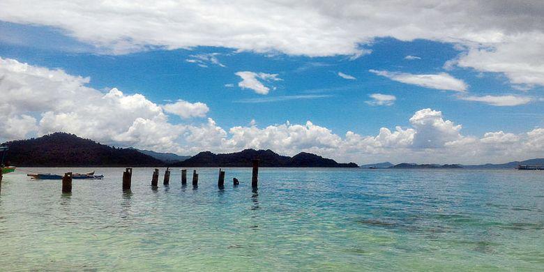 Lanskap Pulau Pahawang dilihat dari Pulau Kelagian Lunik.