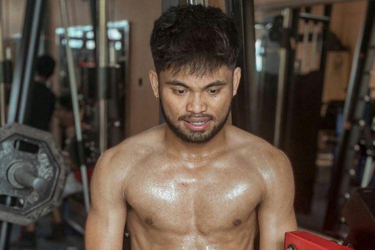 Selama dihentikan sementara kompetisi Liga 1 2020 pemain Bhayangkara FC, Saddil Ramdani mengisi waktu dengan fitnes untuk membentuk badan.