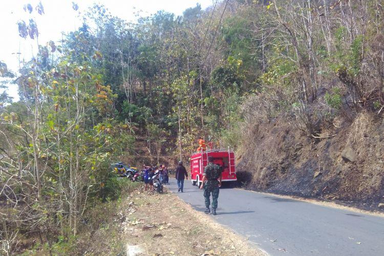 Kebakaran melanda lereng Bukit Menoreh di Kulon Progo. Beruntung relawan dan warga bisa memadamkannya, Selasa (28/8/2018).