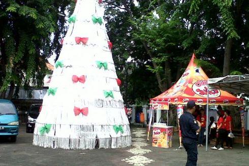 Pohon Natal Nilon Rp 40 Juta di Gereja Ayam