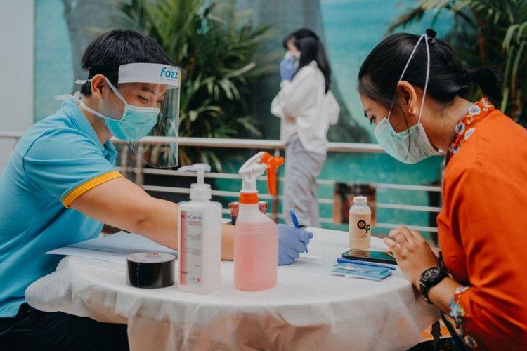 Fazzdoc melakukan tes cepat maupun tes swab pencegahan corona langsung di kantor klien.