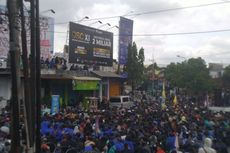 Ribuan Mahasiswa Jember Demo Tolak UU Cipta Kerja, Gelar Sidang Rakyat di Atap Ruko