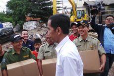 Kado Jokowi untuk Penjaga Pintu Air Manggarai