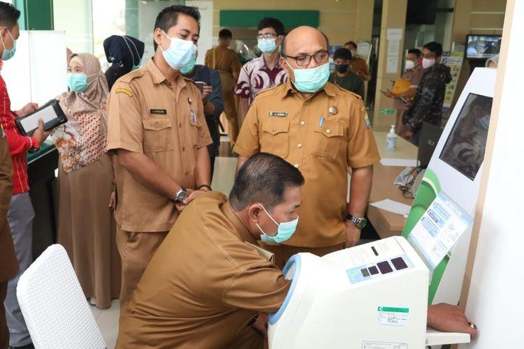 Wali Kota Serang Syafrudin saat screening vaksinasi di RSUD Kota Serang
