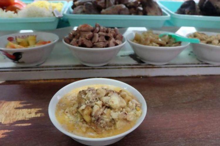 Sumsum sapi, hanya diberi jika konsumen meminta di Soto Betawi Afung.